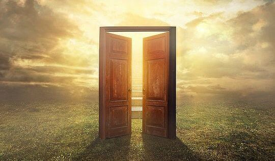 puerta-que-se-abre